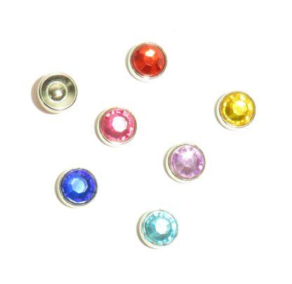 Dekorativa blingknappar. Diamantform. Genomskinlig. Fästs med nit