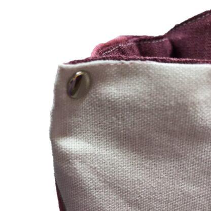 väska med nitar närbild