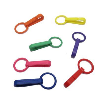plasthakar för att sätta fast toffsar, tygkassar, nycklar mm