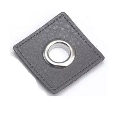37 Fuskläderlapp med öljett FYRKANT mörkgrå silver 27x27